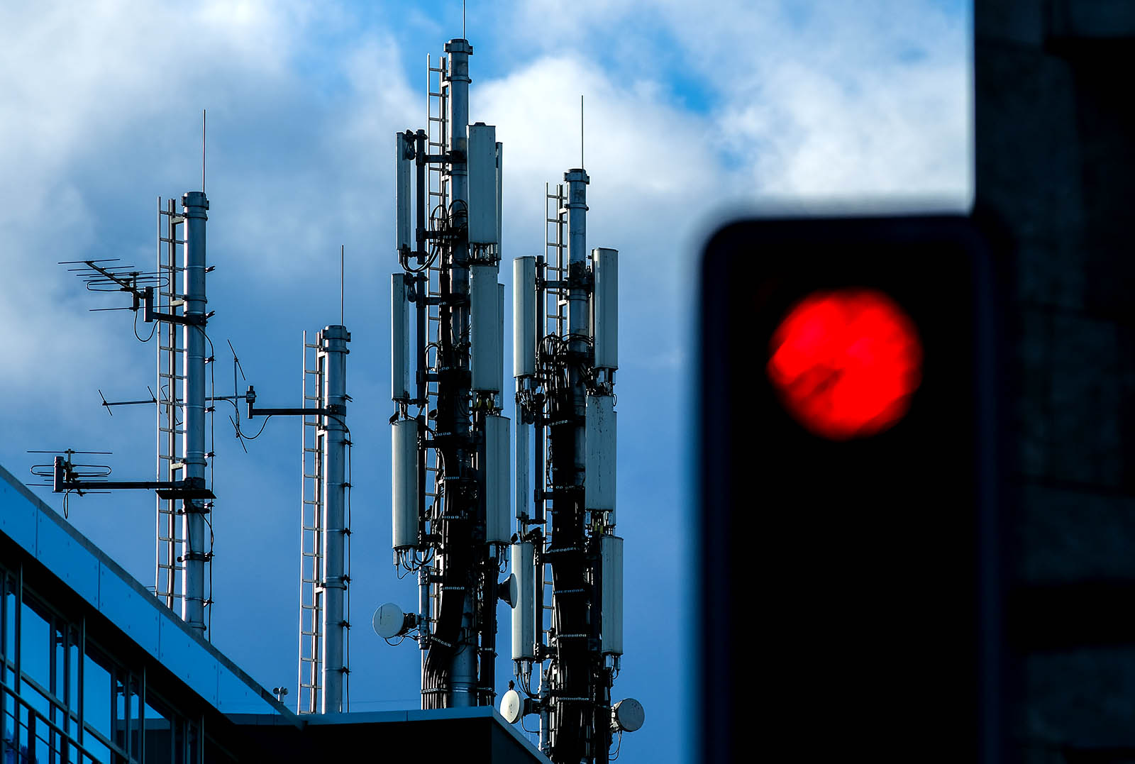 The Promises and Pitfalls of 5G Technology – Brink – The Edge of Risk